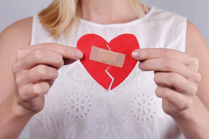 Das weibliche Herz tickt anders. Bei schwerer emotionaler Belastung kann es sich verformen.